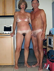 Lusty old whore is baring it all on pictures