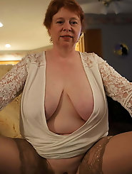 Blondie mature cougar is revealing her tits